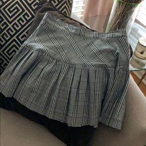 Short Houndstooth Print Skirt